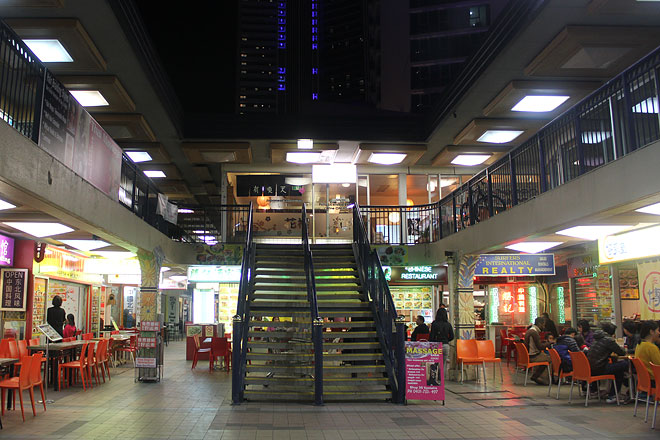 Restaurants in a plaza