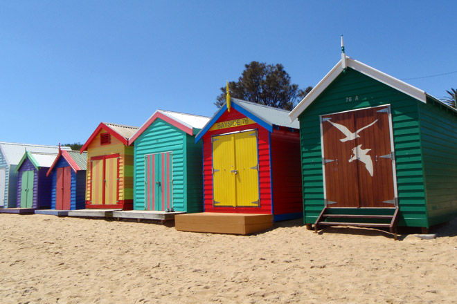 Purple-turquoise, Red-blue, Yellow-red, Mint-and-salmon-pink, Red-yellow-blue, Brown-green beach boxes. So pretty!