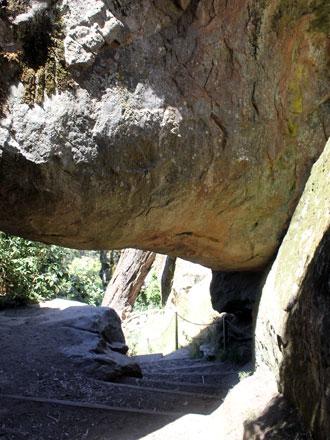 hangingrock-04