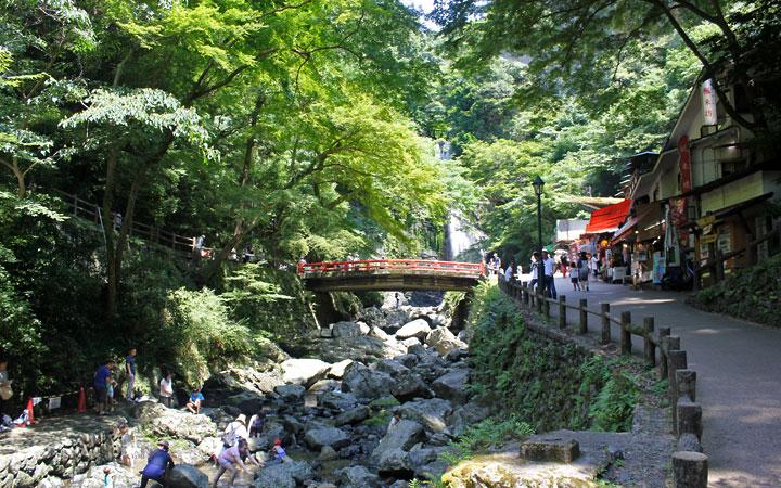Hiking in Osaka: Minoh Falls