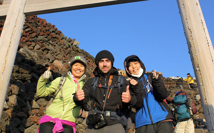 3 strangers made a hike up Mt Fuji together.
