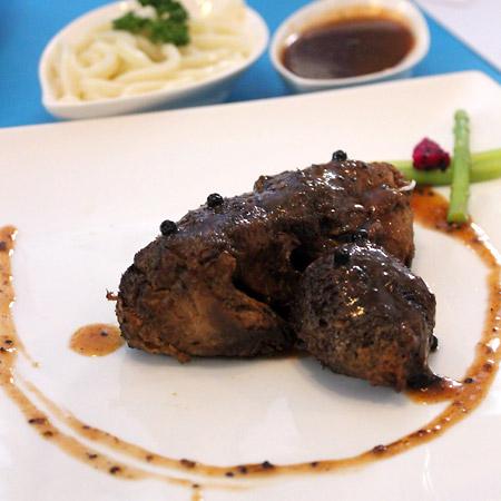 猴頭菇 = Lion's mane, type of fungus / mushroom.