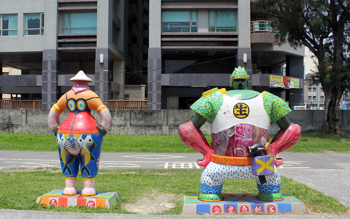 Female and male sculptures, set 2.