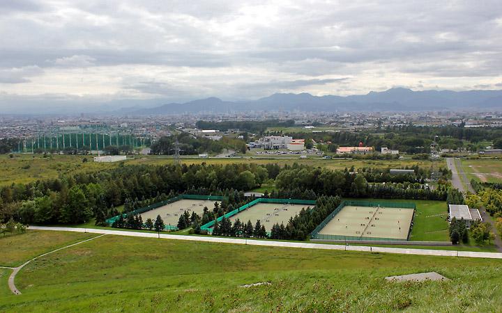Moerenuma Park   Tennis courts