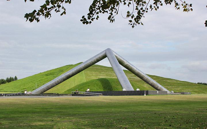 Moerenuma Park | Sculpture, 3 large poles converge like a pyramid.
