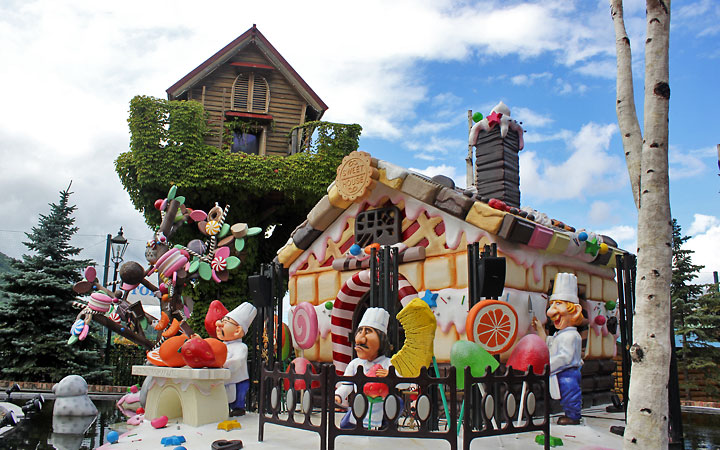 Shiroi Koibito Park in Sapporo | Sculptures of Cute Candy Makers
